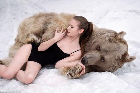 фотосессия в обнимку с медведем 6 (460x306, 101Kb)