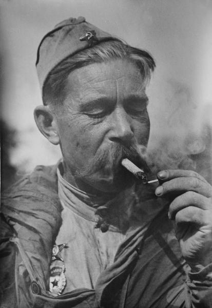 Разведчик старший сержант А. Г. Фролченко (413x600, 153Kb)