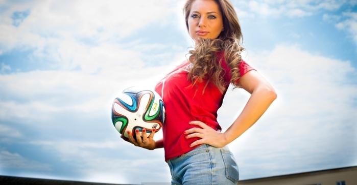 1430229394_futbol_devushki (699x364, 142Kb)
