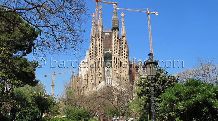 La Sagrada Familia церковь (700x388, 444Kb)