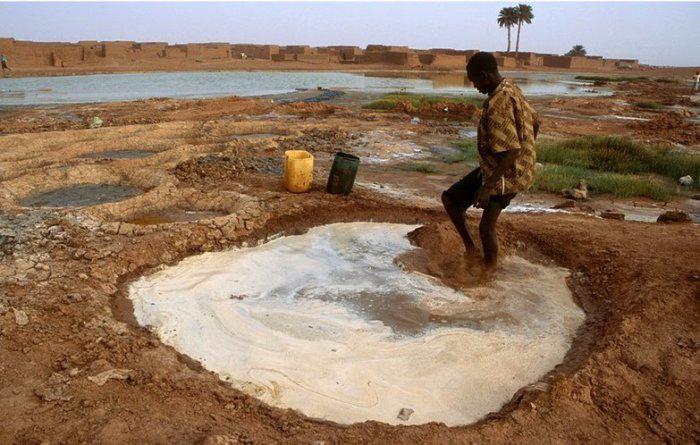 добыча соли в африке 2 (700x445, 309Kb)