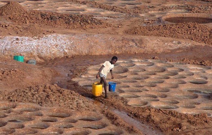 добыча соли в африке 6 (700x445, 368Kb)