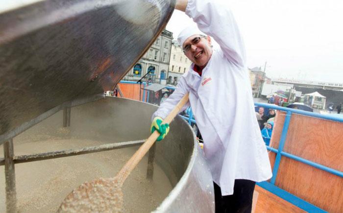 самая большая порция каши в мире/3185107_ovsyanka_rekordi_ginessa_1 (700x435, 71Kb)