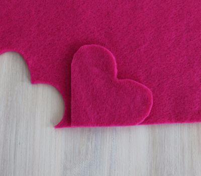 Фетровое сердечко - закладка для книжки (4) (400x350, 78Kb)