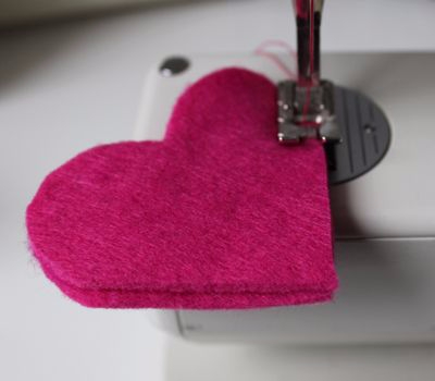 Фетровое сердечко - закладка для книжки (6) (400x350, 65Kb)