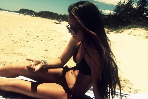 Фото красивых девушек на пляже на аву в