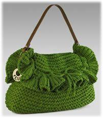 На днях мне довелось изготовить первую вязаную сумку в моей жизни...