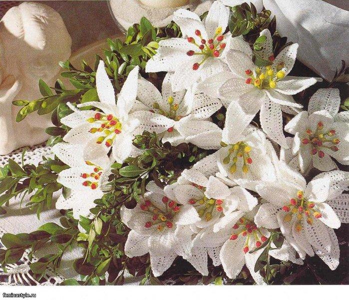 белые лилии (700x601, 148Kb)