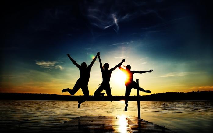 друзья - товарищи - веселье - закат/4348076_dryzya (700x437, 116Kb)