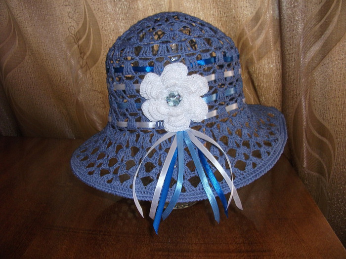 голудая шляпка 005 (700x525, 129Kb)