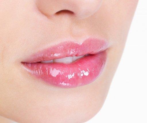 Как сделать влажные губы 71