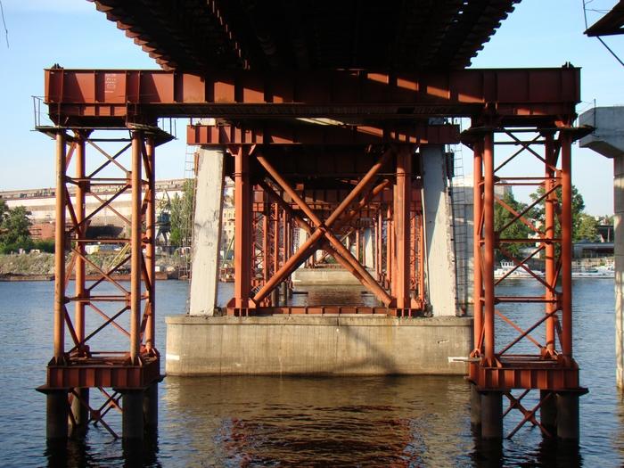 658348_Podporki_Ribalskogo_mosta (700x525, 333Kb)