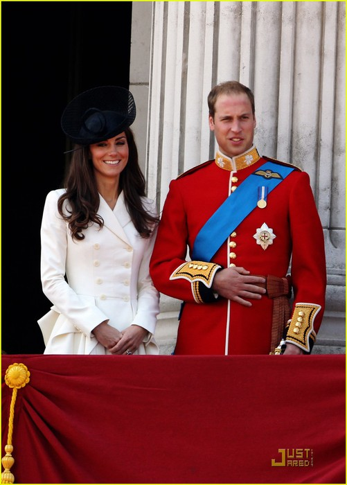 prince-william-kate-middleton-troopping-colour-04 (501x700, 77Kb)