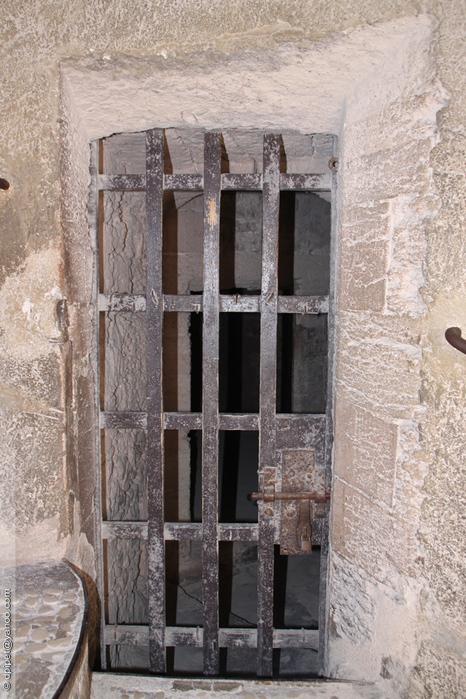 ячейка в камере смертников (466x700, 257Kb)