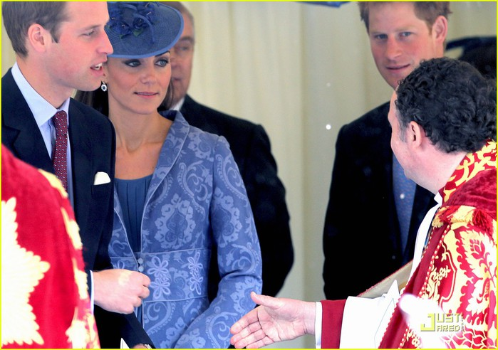 prince-william-kate-sunday-church-with-prince-harry-07 (700x492, 95Kb)