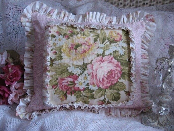 3546076_floral__roses_barkcloth_pillow_001 (700x525, 188Kb)
