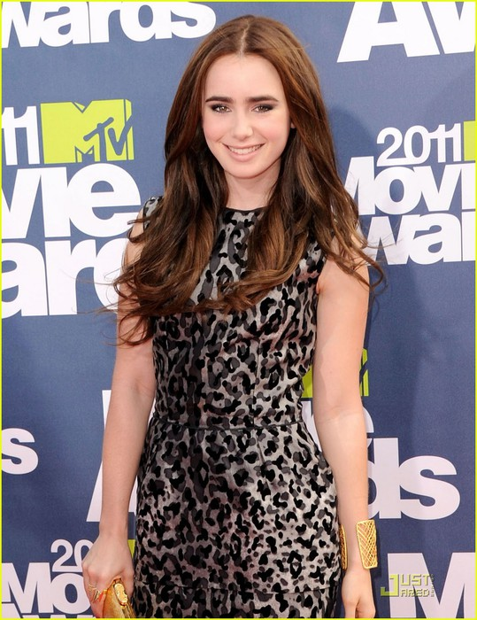 lily-collins-mtv-movie-awards-01 (539x700, 121Kb)