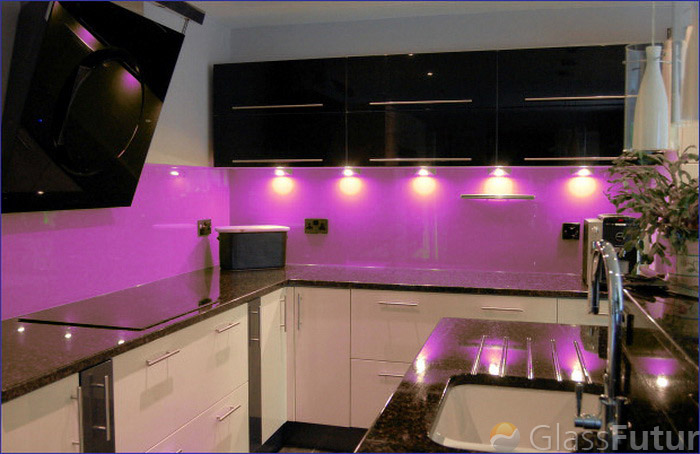 pink-glass-colored-backsplash_kszib dxqnde (700x454, 104Kb)