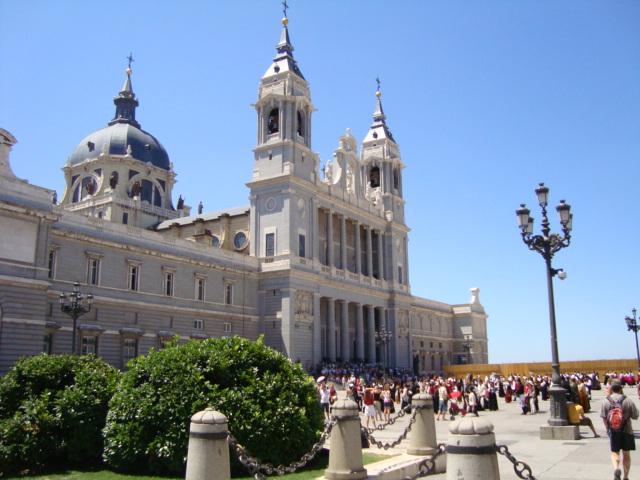 3418201_La_Catedral_de_Nuestra_Seora_de_la_Almudena_en_Madrid (640x480, 129Kb)