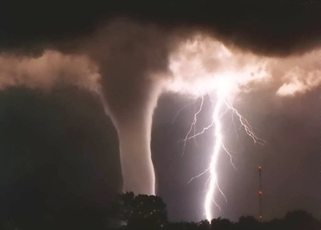 3186072_lighting_and_tornado_storm_1259135410 (468x335, 38Kb)