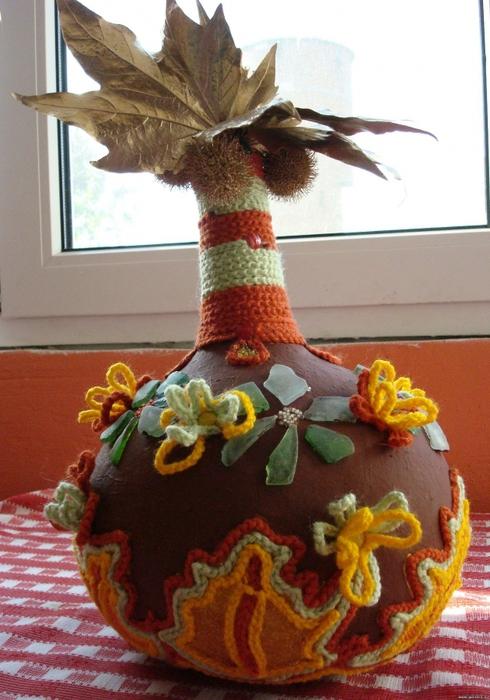 различные декоративные элементы - вазы, горшки для растений, подсвечники.