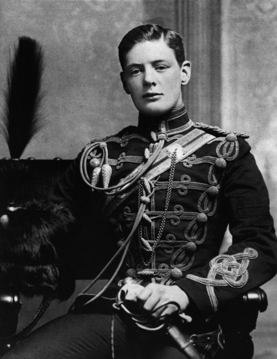 Winston Churchill at 19, in the uniform of the Fourth Queen's Own Hussars ak (540x700, 67Kb)