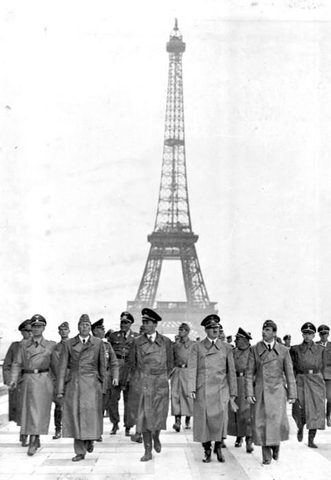 Juni 1940 Paris Wolff, Hermann Giesler, Wilhelm Keitel, Wilhelm Bruckner, Albert Speer, Adolf Hitler, Martin Bormann, Arno Breker, Otto Dietrich (482x700, 59Kb)
