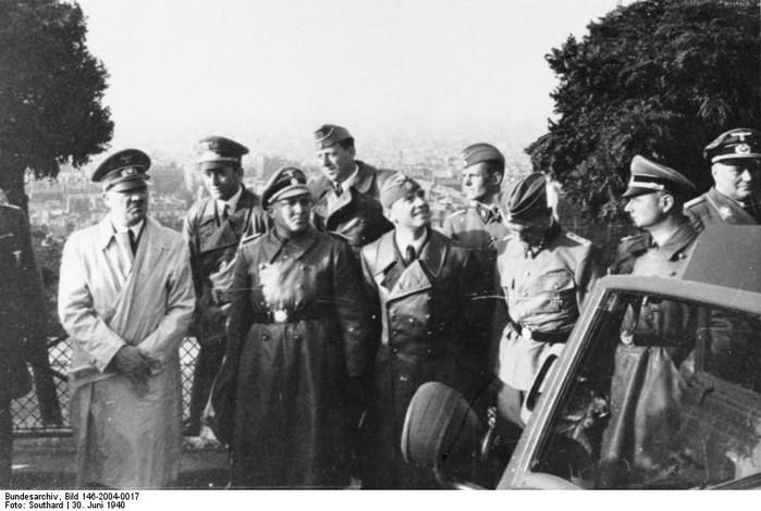 Paris 1940, Bormann, Giesler, Breker, Speer, Hitler (700x470, 79Kb)