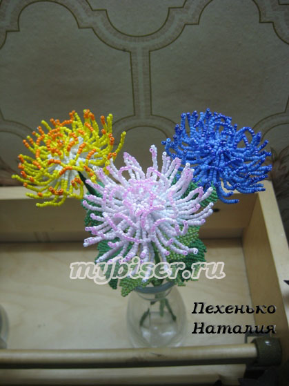 Источник. http://www.mybiser.ru/biser_gal_cvety.html.  Очень красивые букеты из бисера.  Прочитать целикомВ.