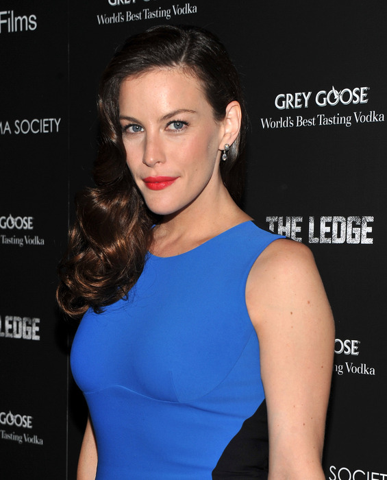 99538_Liv_Tyler_attends_a_screening_of_The_Ledge_in_New_York_City_June_21_2011_055_123_28lo (565x700, 95Kb)