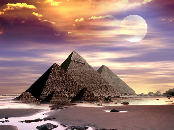Pyramids on the beach (700x525, 117Kb)