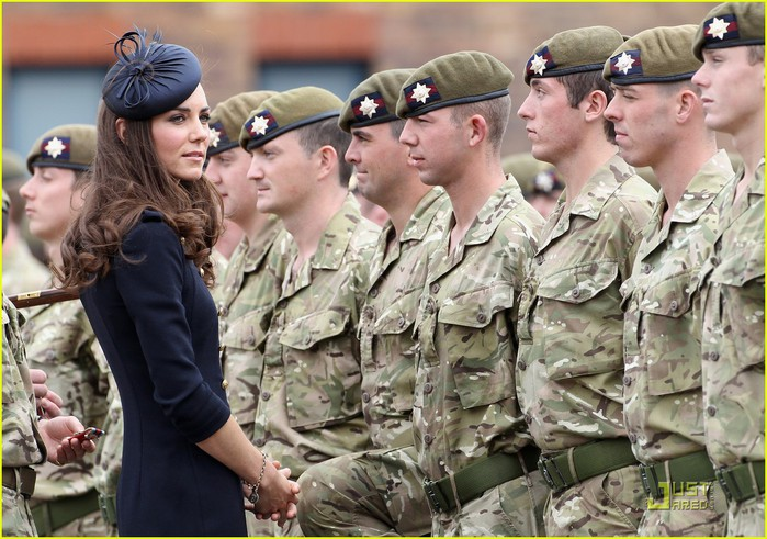 prince-william-kate-irish-guards-09 (700x491, 117Kb)
