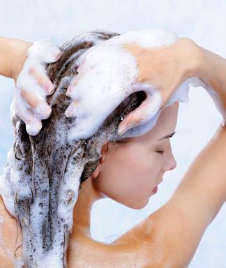 мытье волос под душем (324x384, 24Kb)