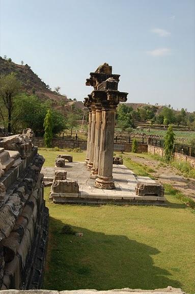 Храм Нагда - Nagda Sahasra Bahu temple 12252