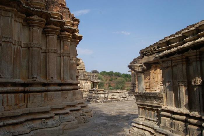 Храм Нагда - Nagda Sahasra Bahu temple 77734