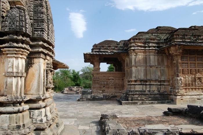 Храм Нагда - Nagda Sahasra Bahu temple 99034