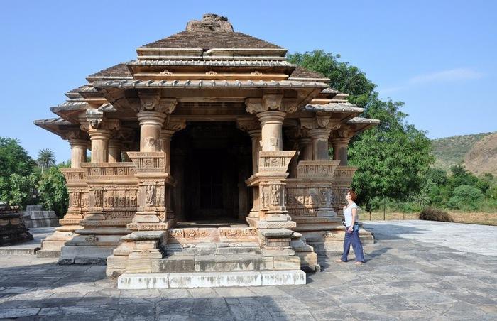 Храм Нагда - Nagda Sahasra Bahu temple 93339