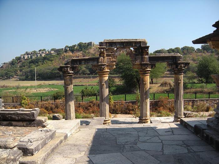 Храм Нагда - Nagda Sahasra Bahu temple 61280