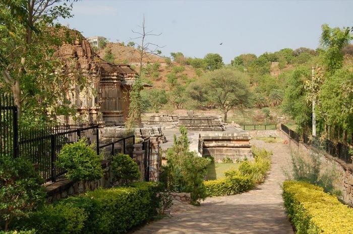 Храм Нагда - Nagda Sahasra Bahu temple 17680