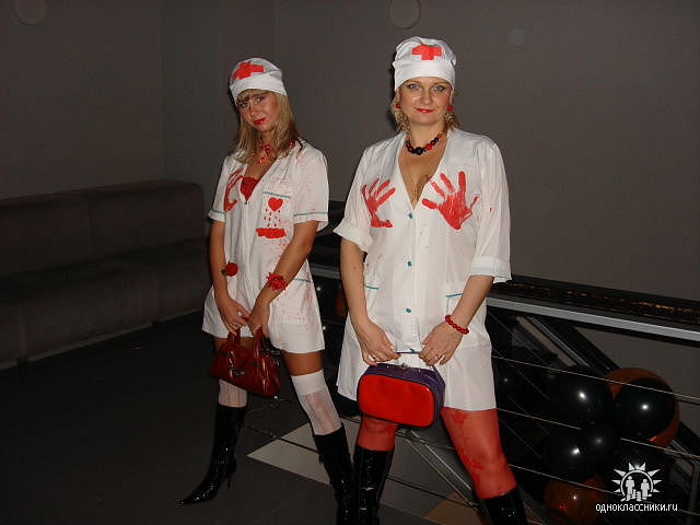 Поздравление в костюме медсестры