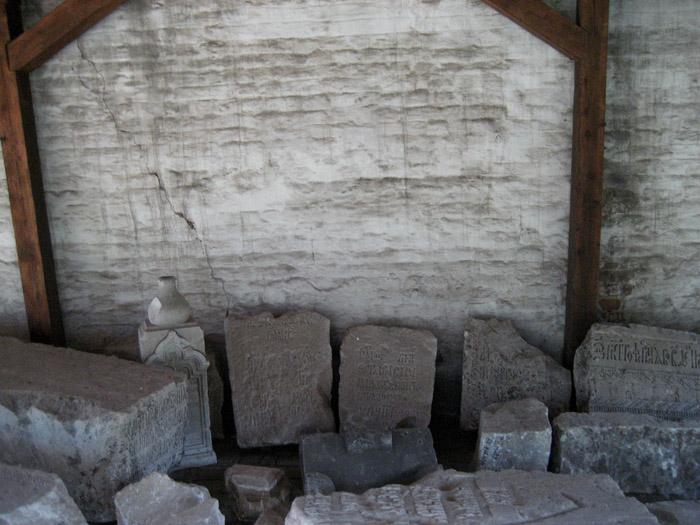 1067597_Andronikov_nekropol (700x525, 140Kb)