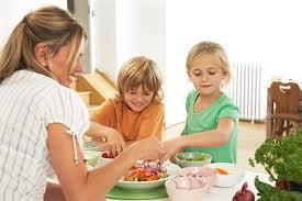 Дети на кухне/3881693_na_kuhne_deti (275x183, 8Kb)