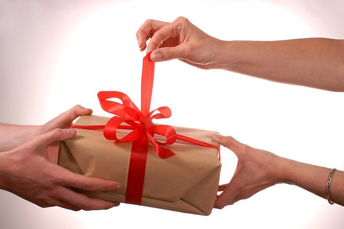 подарок (700x465, 70Kb)