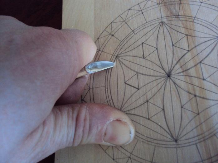 Затем, одним торцом закрепив дощечку в... Геометрическая резьба по дереву является достаточно простой для усвоения...