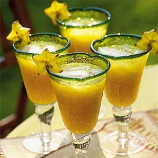 Яблочный сок смешать с коньяком или вишневым ликером, добавить сахар...