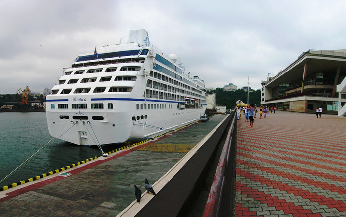 Лайнер Nautica в Одесса и другие корабли