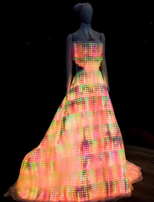 Поверхность платья свободная от