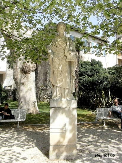 statue-avignon-france-2019743634-1459557 (412x550, 271Kb)