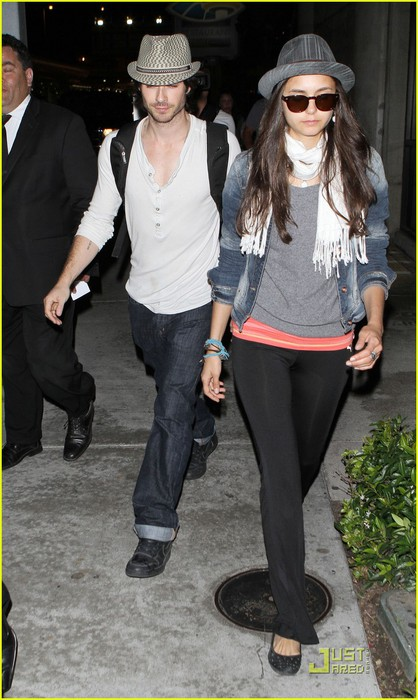 ian-somerhalder-lax-landing-with-nina-dobrev-02 (418x700, 90Kb)
