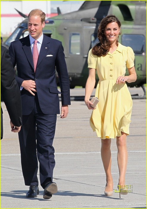 prince-william-kate-calgary-airport-06 (493x700, 85Kb)